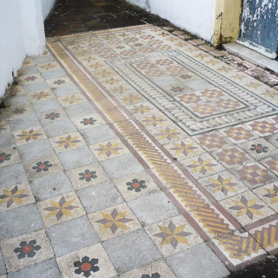 Installation of tiles